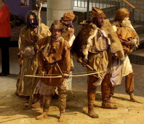 De expositie in het Hunebedcentrum laat je ervaren hoe de hunebedbouwers leefden.