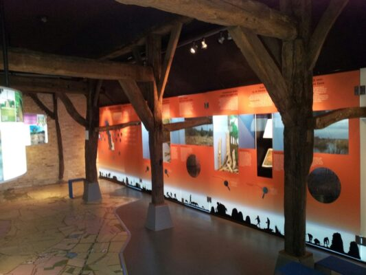 In De Homanshof is een informatiecentrum van Staatsbosheer gevestigd.